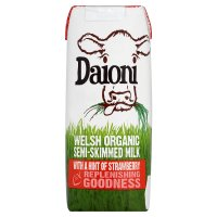 Daioni Welsh semi-skimmed milk with strawberry