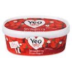 Yeo Valley strawberry frozen yeogurt - 900ml Introductory Offer